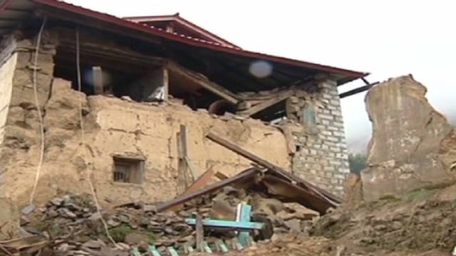 Deadly quake rocks India, Nepal