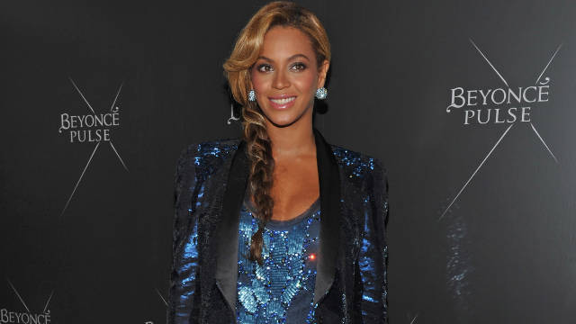 Beyoncé showed off her Roberto Cavalli maternity style Wednesday at the launch of her new fragrance.