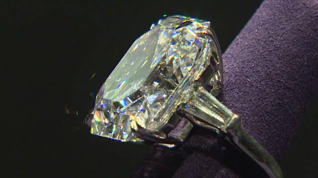 Elizabeth Taylor's jewels in London