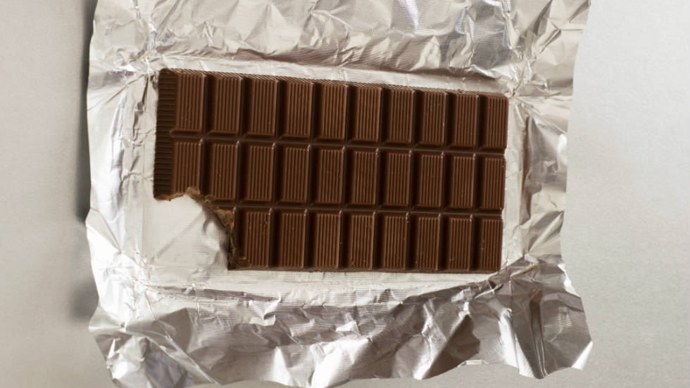 If you're planning on handing out chocolate on Halloween, go for dark chocolate instead of milk. It's higher in antioxidants and the healthier of the two, according to CNN Health pediatrician Dr. Jennifer Shu. She also suggests opting for the fun-size candy instead of regular size bars to ensure kids are eating in moderation.