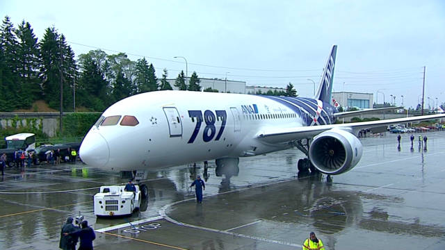 Boeing delivers first 787 Dreamliner