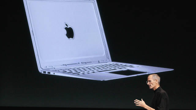 Steve Jobs unveils the new Macbook Air in 2010.
