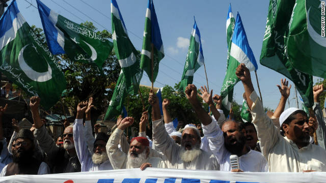 Hard-line Islamists protest against court verdict sentencing convicted killer Malik Mumtaz Hussain Qadri, in Karachi on October 7.