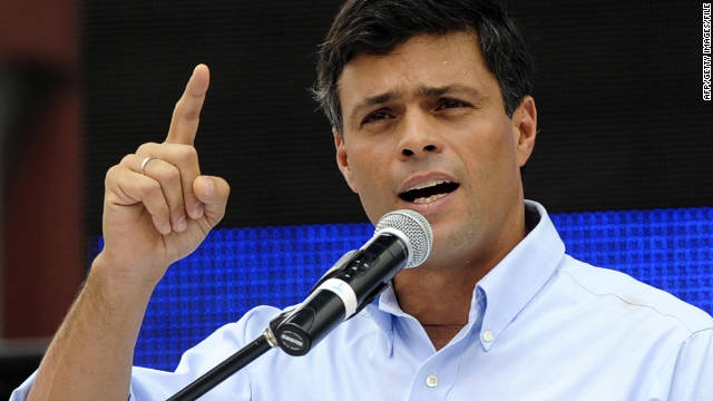 Venzuelan opposition leader Leopoldo Lopez delivers a speech in Caracas on September 24, 2010.