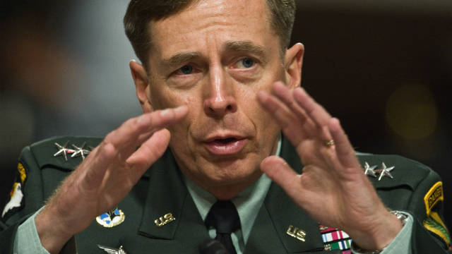 2010: Petraeus thanks soldiers, wife