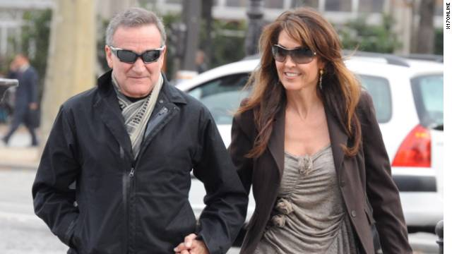 Robin Williams and his new wife Susan Schneider spend their honeymoon in Paris.