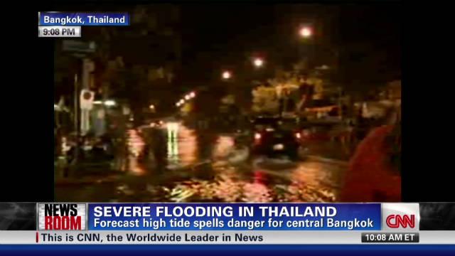 Thai flood waters prompt exodus