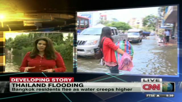 Bangkok residents flee as water rises