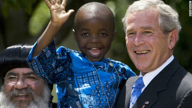 President George W. Bush holds Baron Mosima Loyiso Tantohafter speaking on AIDS relief funding in May 2007.