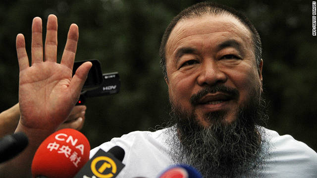 Defiant Chinese throw money to Ai Weiwei