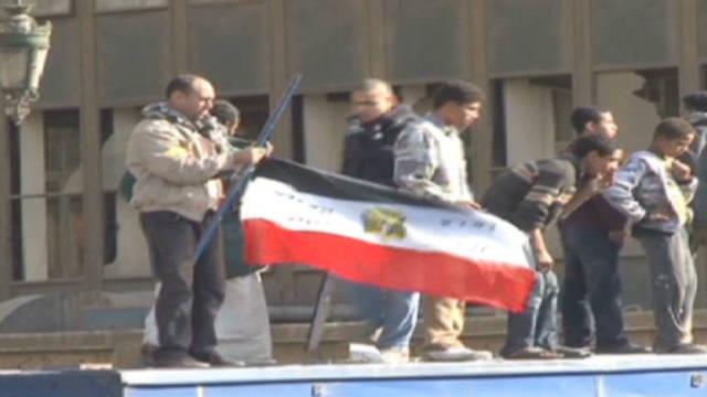 Arab spring burdens Egyptian economy