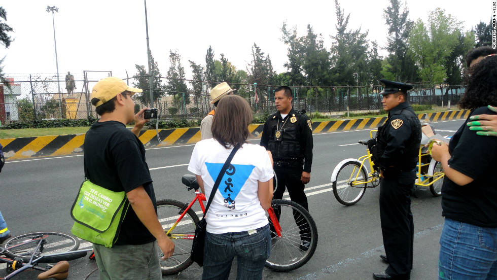 Despite some objections from local police, the urban activists managed to paint the lane all the way up to the city's Hall of Congress.
