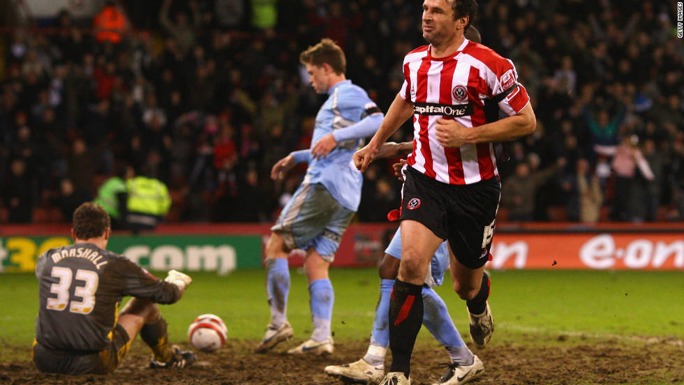Speed dropped down to the second tier of English football with Sheffield United in January 2008 and later became manager of the club.