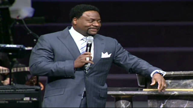 Eddie Long: 'I'm taking time off'