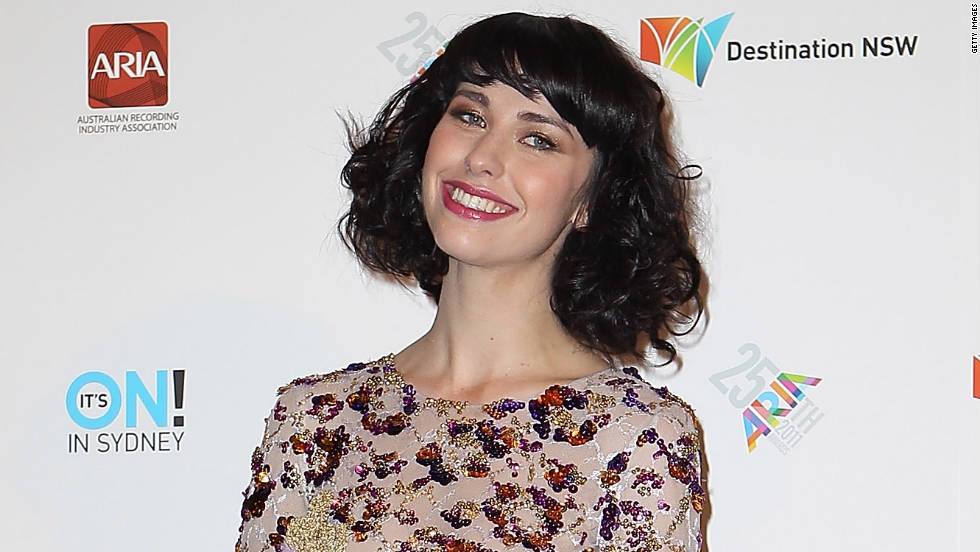 Kimbra poses with the award for female artist of the year at the 2011 ARIA  Awards at Allphones Arena on November 27, 2011 in Sydney, Australia.