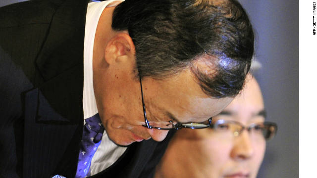 Olympus president Shuichi Takayama bows his head at a press conference in Tokyo on  Wednesday.