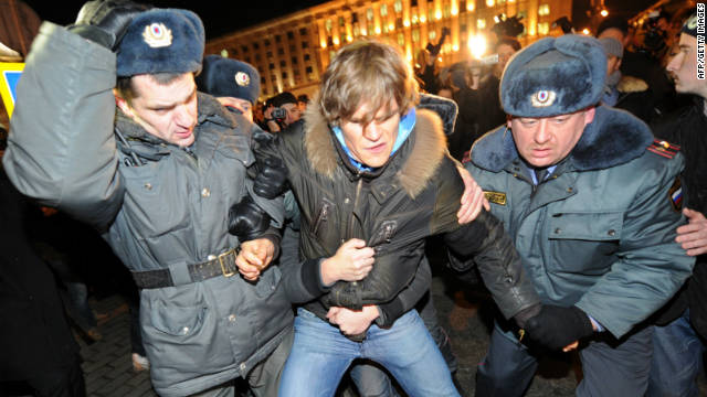 Demonstrators, police clash in Russia