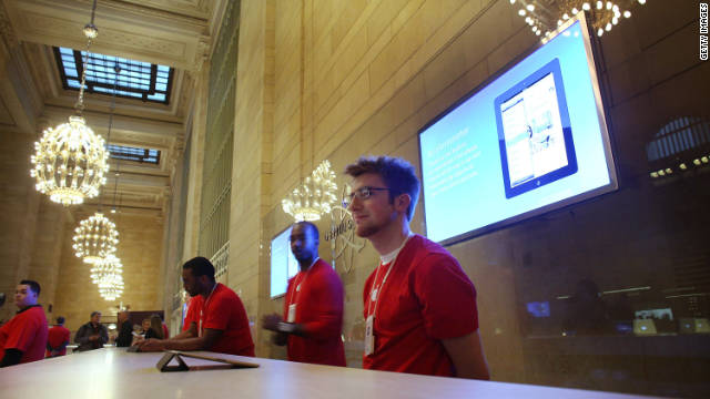 New York City's newest Apple Store maintains Grand Central's historic architectural design, with an Apple twist.