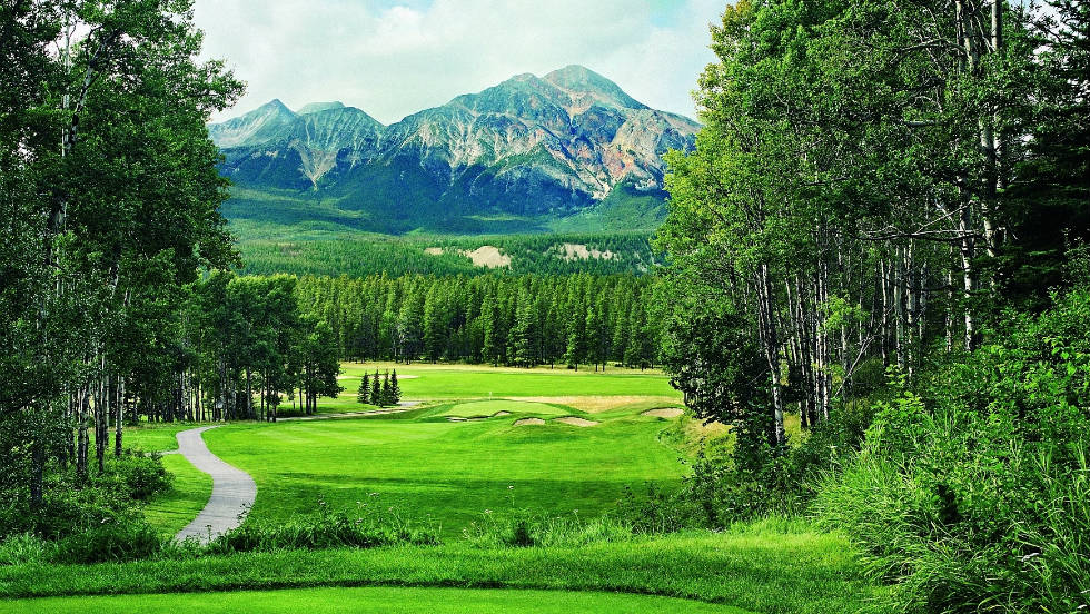 The Jasper Park Lodge Golf Club has been rated as the best golf resort in Canada by SCOREGolf Magazine. Originally opened in 1925, it is located deep in the heat of the Canadian Rockies in a UNESCO World Heritage Site.