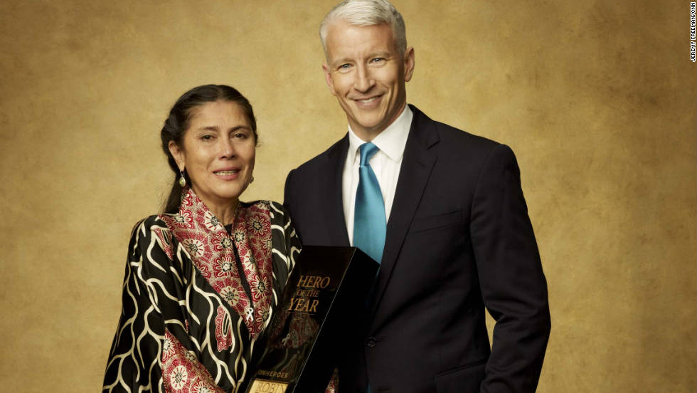 CNN Hero of the Year Robin Lim holds her award with CNN's Anderson Cooper.