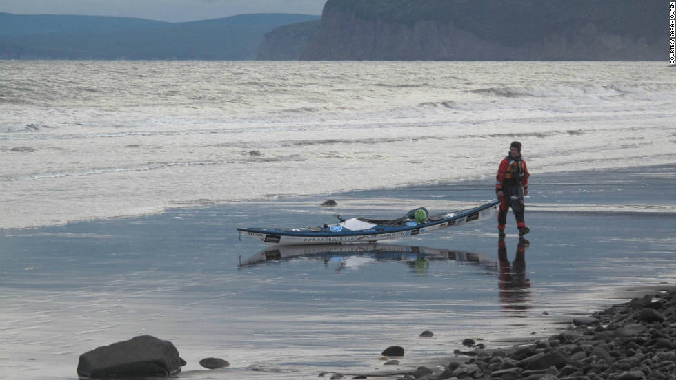 Outen about to launch her kayak to go up the coast from De-Kastri then over to the island of Sakhalin in Russia.