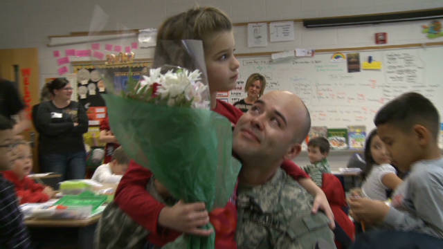 Soldier dad surprises three children