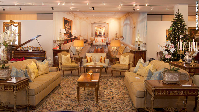 More than 500 items from Michael Jackson's Holmby Holmes mansion were auctioned off Saturday.