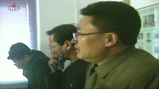 North Koreans weep for dead leader