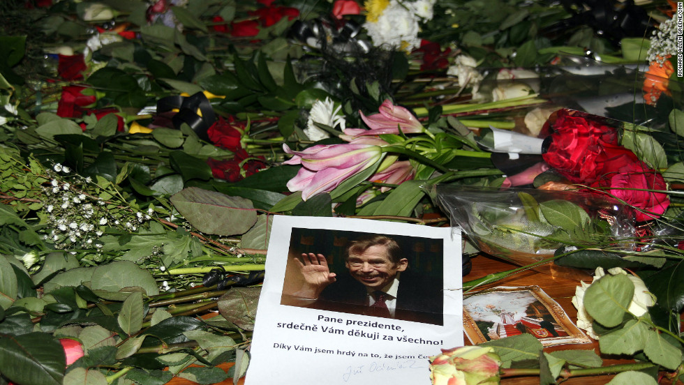 Many of those who left messages for him expressed the same thought: Thank you. Others said Havel had changed their lives.