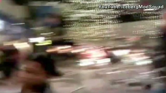 Massive brawl erupts at Mall of America