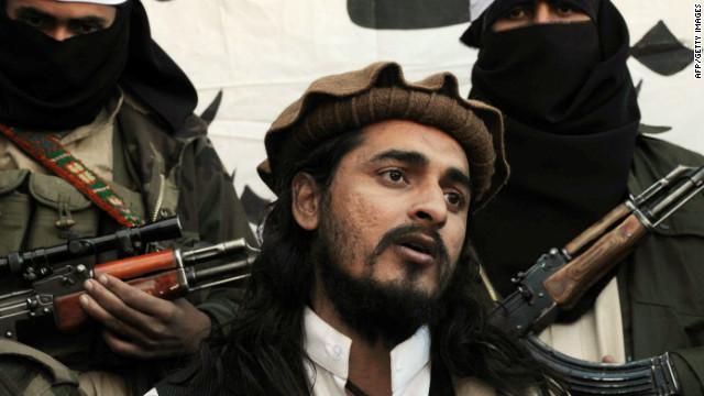 Pakistani Taliban commander Hakimullah Mehsud speaks to a group of media representatives in November 2008.