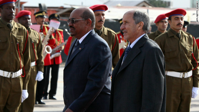 Libya's NTC chief Mustafa Abdel Jalil (R) and Omar al-Bashir (L) during a welcoming ceremony in Tripoli on January 07.