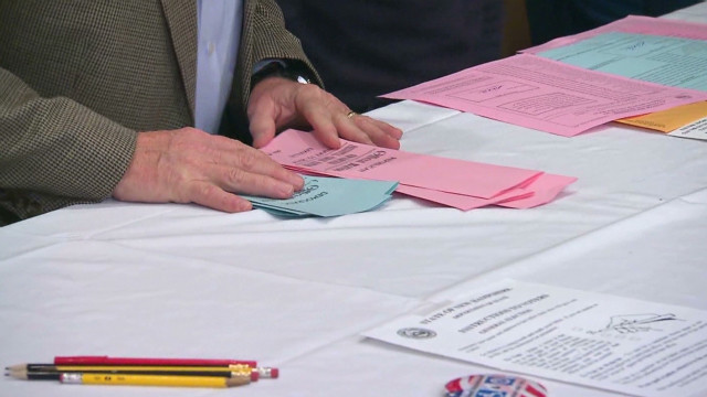 Romney, Huntsman tie in Dixville Notch