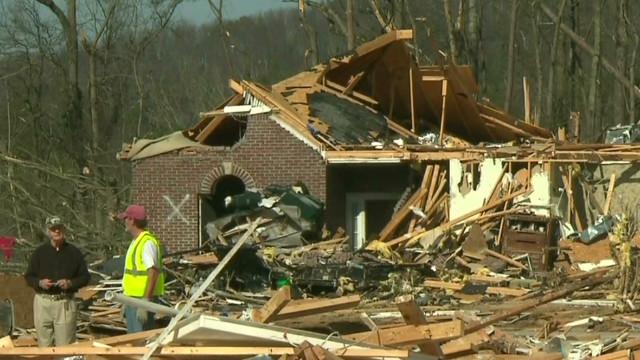 Deadly tornado destroys 200+ homes