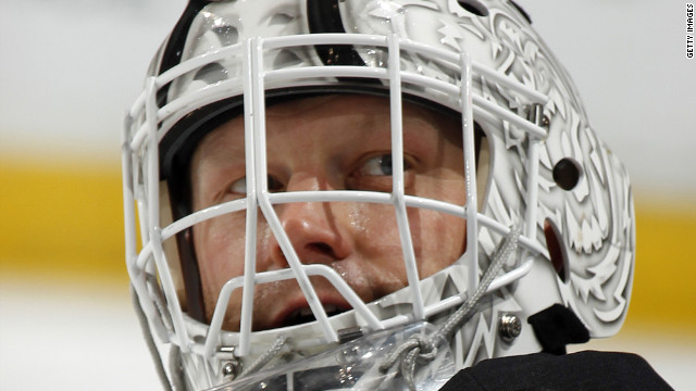 "Boston Bruins goalie Tim Thomas says he did not visit the White House in protest of ""out of control"" growth of the federal government."