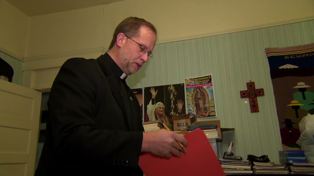 Connecticut priest helps Latinos