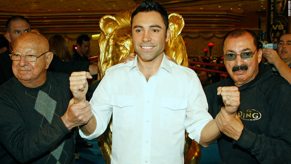 Dundee helped Oscar De La Hoya train for his 2008 fight against Manny Pacquiao in Las Vegas.