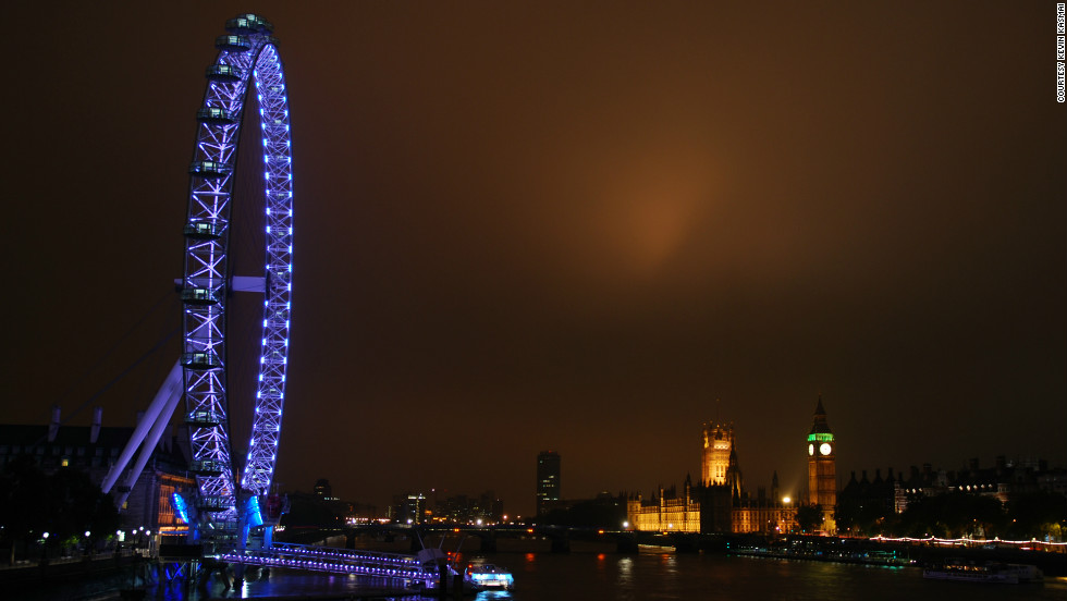 Kevin Kasmai captured this view of the London Eye lit up over the River Thames.