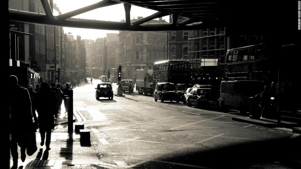 Dario Endara captured this moody black-and-white photo of the streets of London.