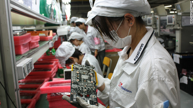 Taiwan-based technology firm Foxconn has promised to boost wages of workers at its factories in China by up to 25%.