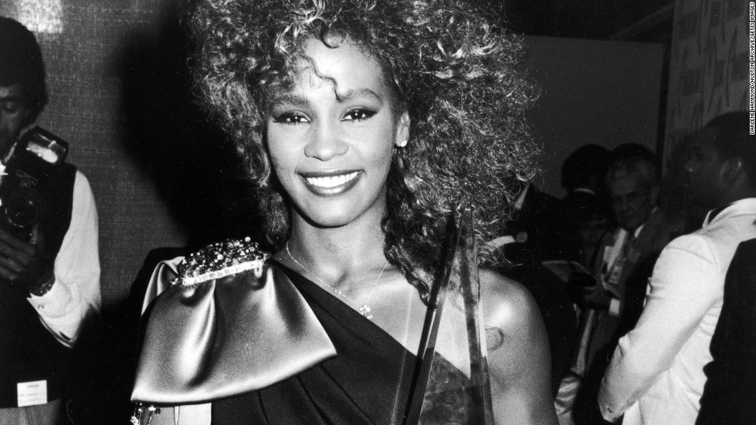 Houston poses with an American Music Award in 1986.