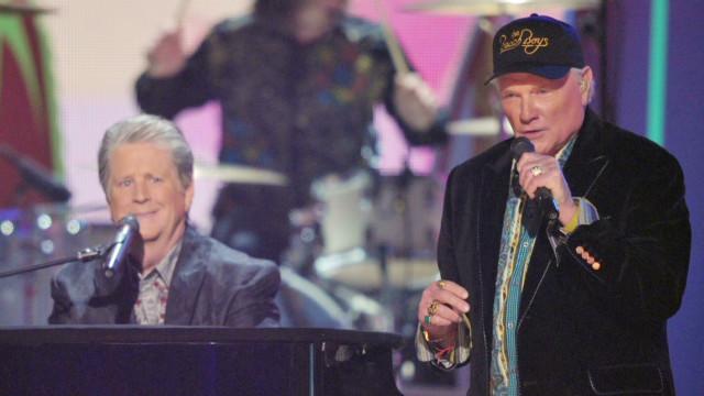 Beach Boys reunite for Grammys