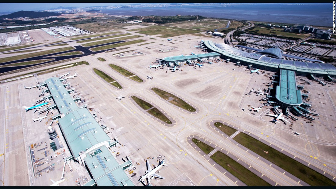 Singapore Changi Airport tied in first place with Incheon Airport, South Korea, as the world's biggest and best airports for customer service.