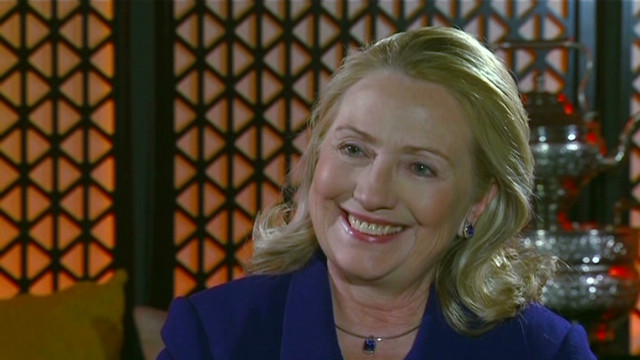 Clinton backs Obama's Quran apology