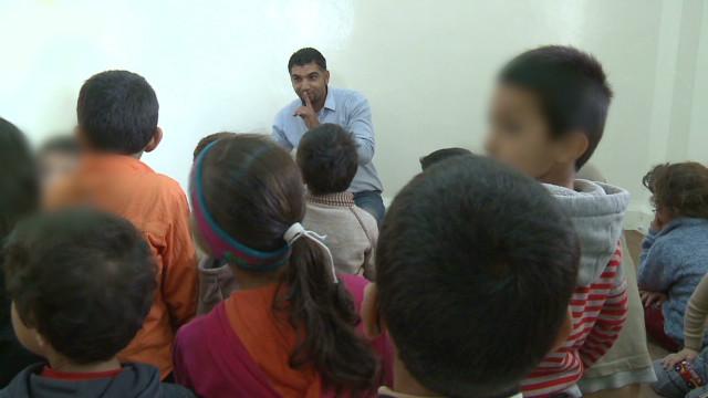 Syrian refugees flee to Jordan