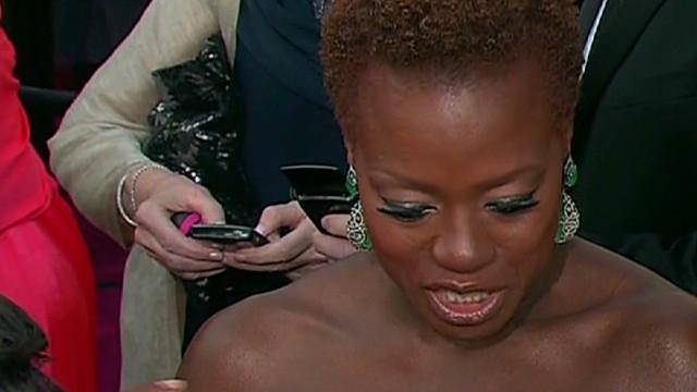 Viola Davis skips the wig for Oscars