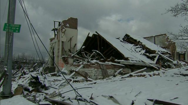 Snow complicates tornado recovery