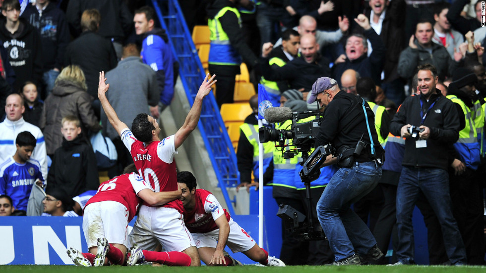 After a defeat away to local rivals Queens Park Rangers, Chelsea were beaten 5-3 at Stamford Bridge by fellow London club Arsenal in October. Dutch striker Robin van Persie sealed Arsenal's win with his second goal late in the match.