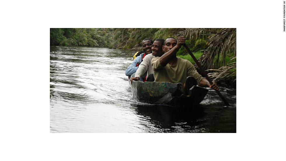 Mapping facilitators from the Rainforest Foundation on the Ntem River, in the Minkebé Forest area.