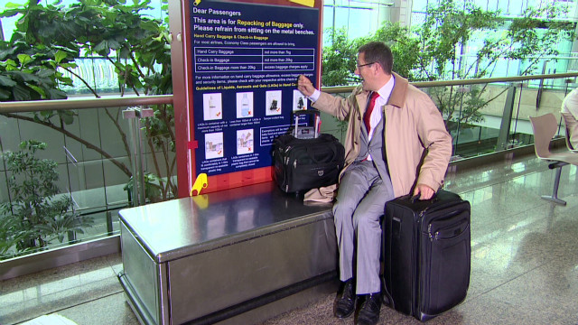 exp Business Traveller Richard Quest Excess Baggage The Big Pocket Travel Jacket_00002001